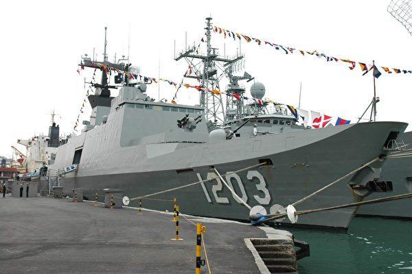 海軍敦睦拉法葉成功級靠檔
