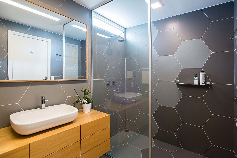 浴室乾溼分離貼六角形灰色大瓷磚