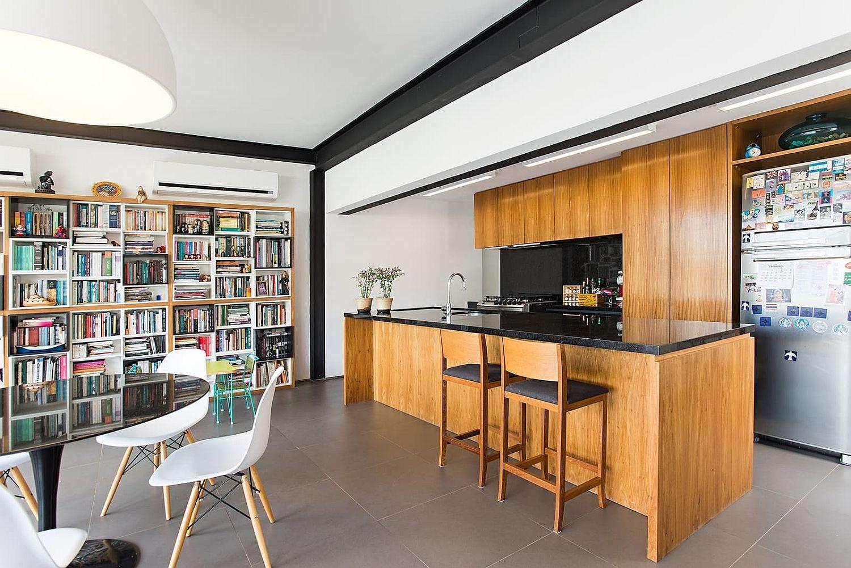 開放式櫥房室內設計搭配木頭中鳥與櫥櫃