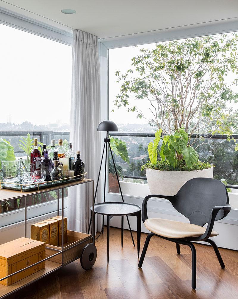 5bab04f745605modern-interior-design-bar-cart-250918-126-03-800x1004