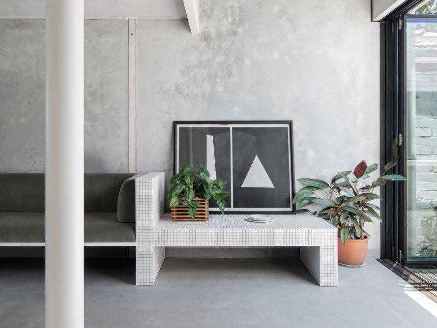 客廳沙發水泥矮桌