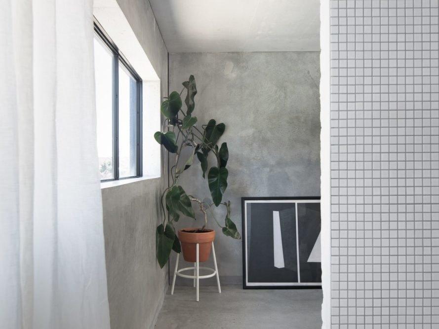水泥牆上對外窗