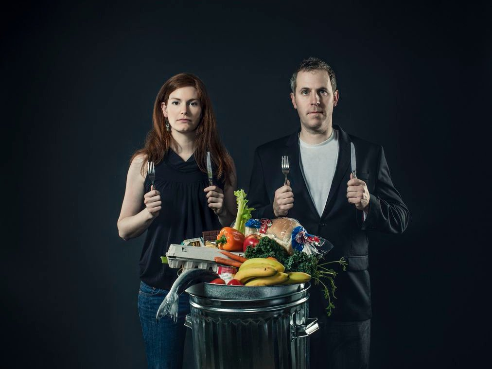 %postname%57b11a82730f6to-celebrate-the-end-of-the-project-the-couple-had-20-friends-over-for-a-food-waste-feast