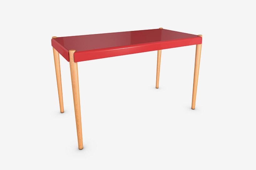 橡木桌子腳的紅色桌子