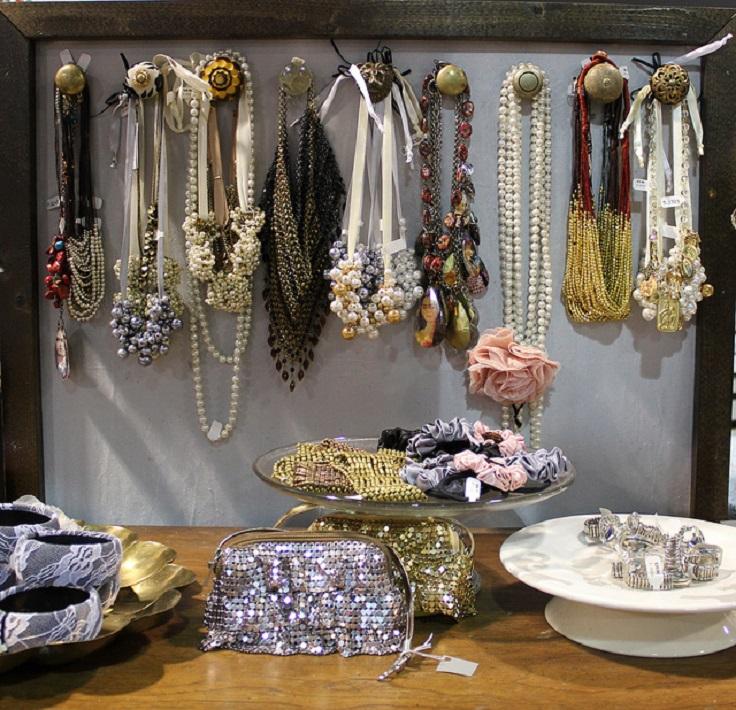 Chic-DIY-Jewelry-Holder1