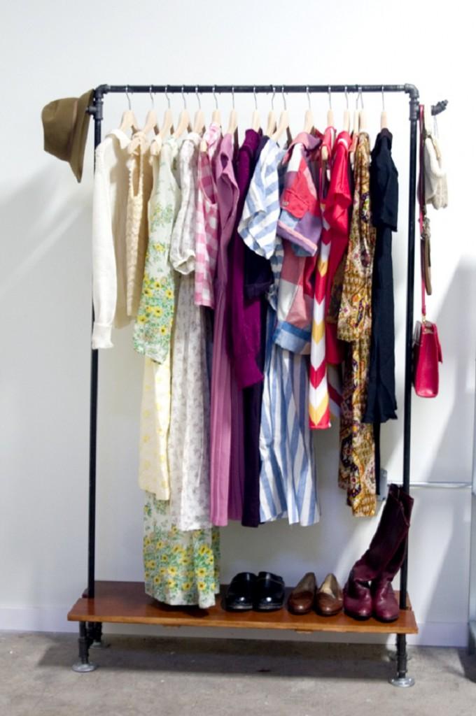 diy-pipe-clothing-rack