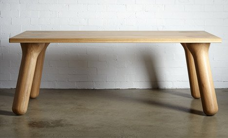 大胖桌腳餐桌家具前視照