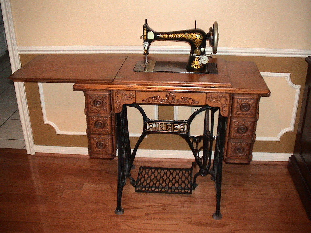老式縫紉機照片