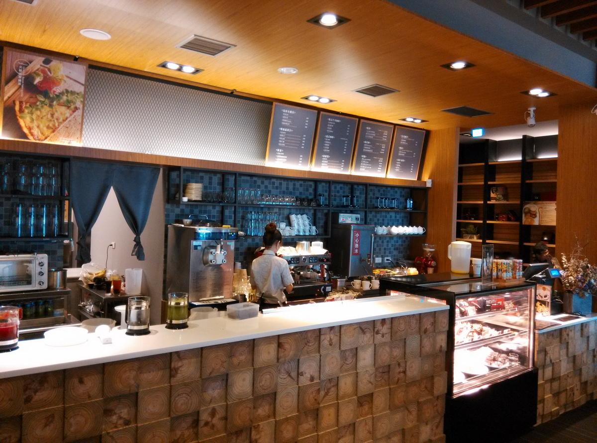 台中 異人館 咖啡 廚房準備區