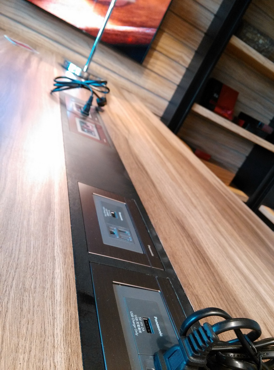 台中 異人館 咖啡 長桌 供電