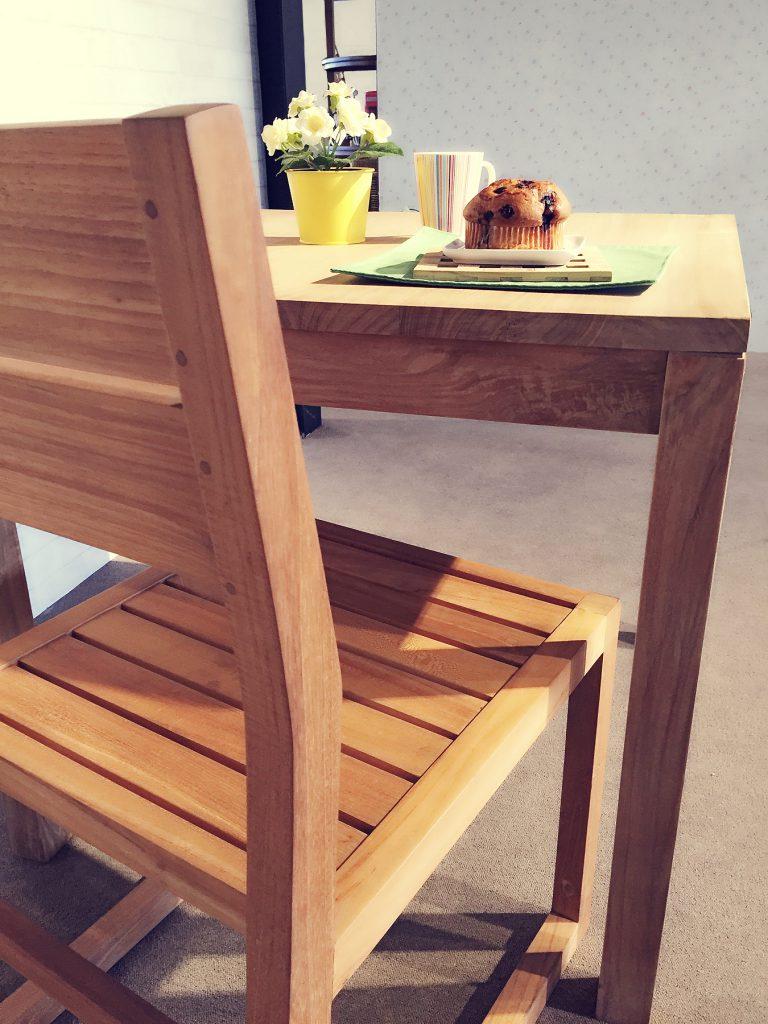 柚木原木餐椅背面細節照情境
