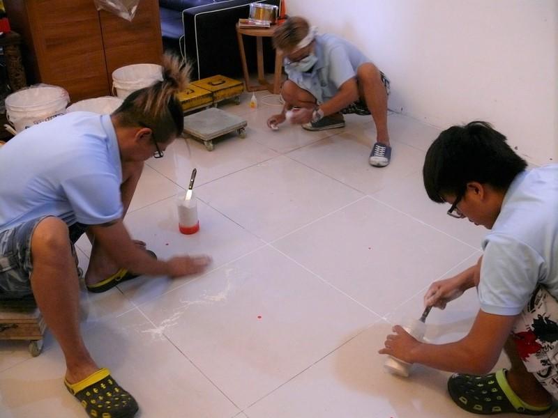 磁磚地板填縫工程