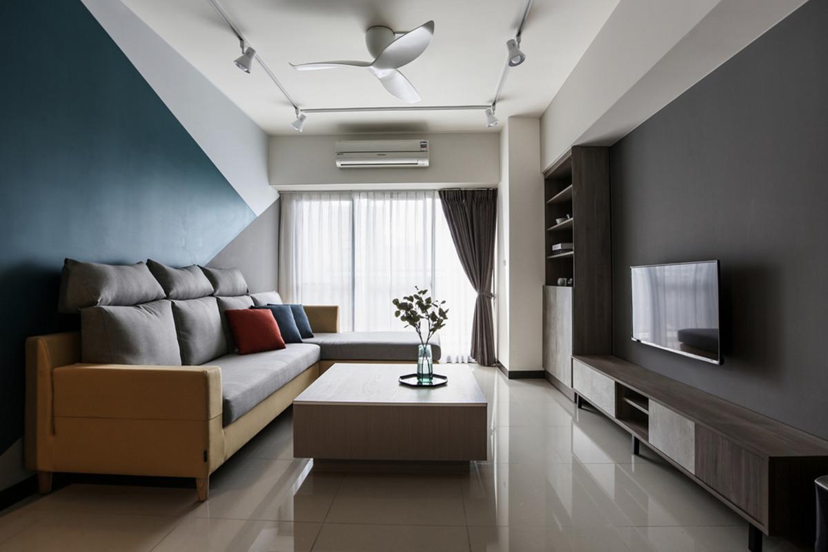 幾合沙發牆塗漆設計,高枕頭沙發與灰色電視牆加壁掛電視