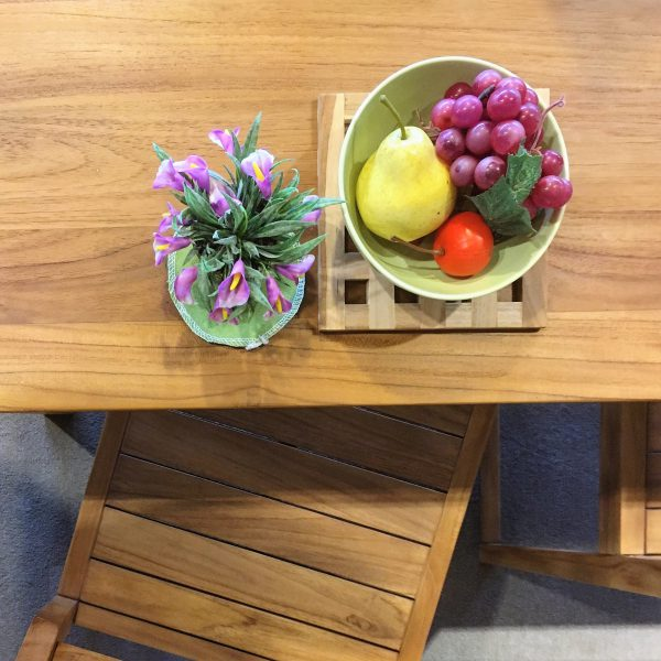 柚木實木桌子擺上水果盤