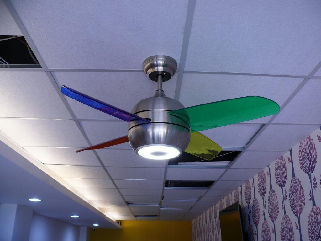 打開藍芽小吊扇上的LED燈測試