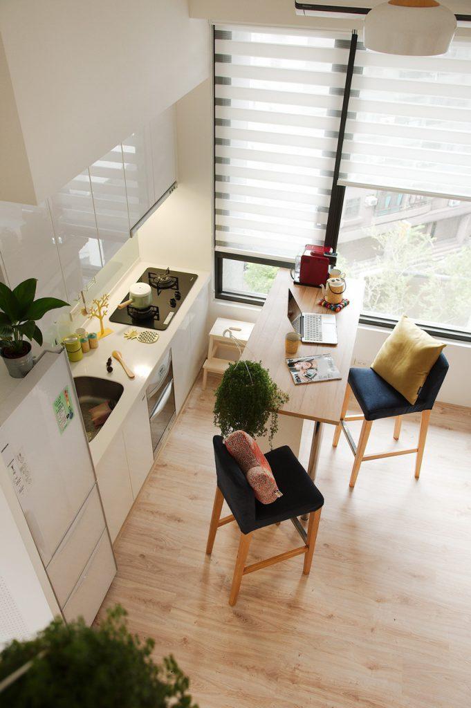 羅馬簾吧台餐廳白色櫥房設計