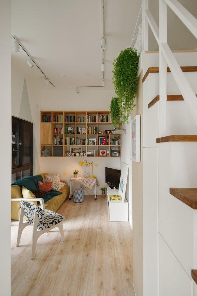 木地板牆上書架