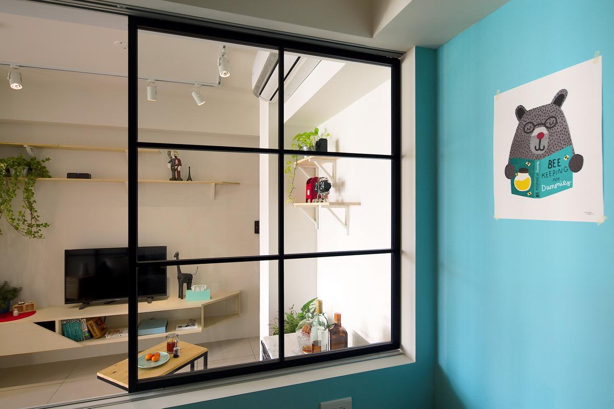 木頭玻璃格子窗戶