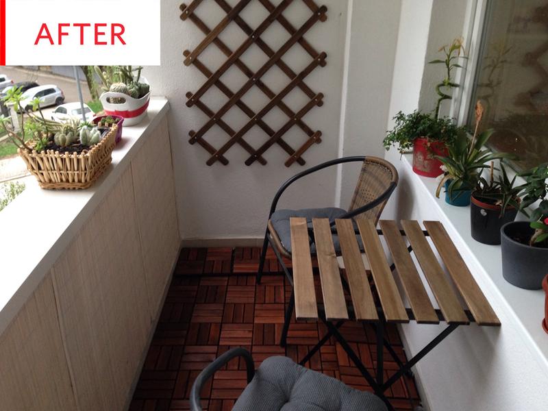 白色陽台四周圍地板鋪上實木拼接地板加上IKEA實木折疊桌