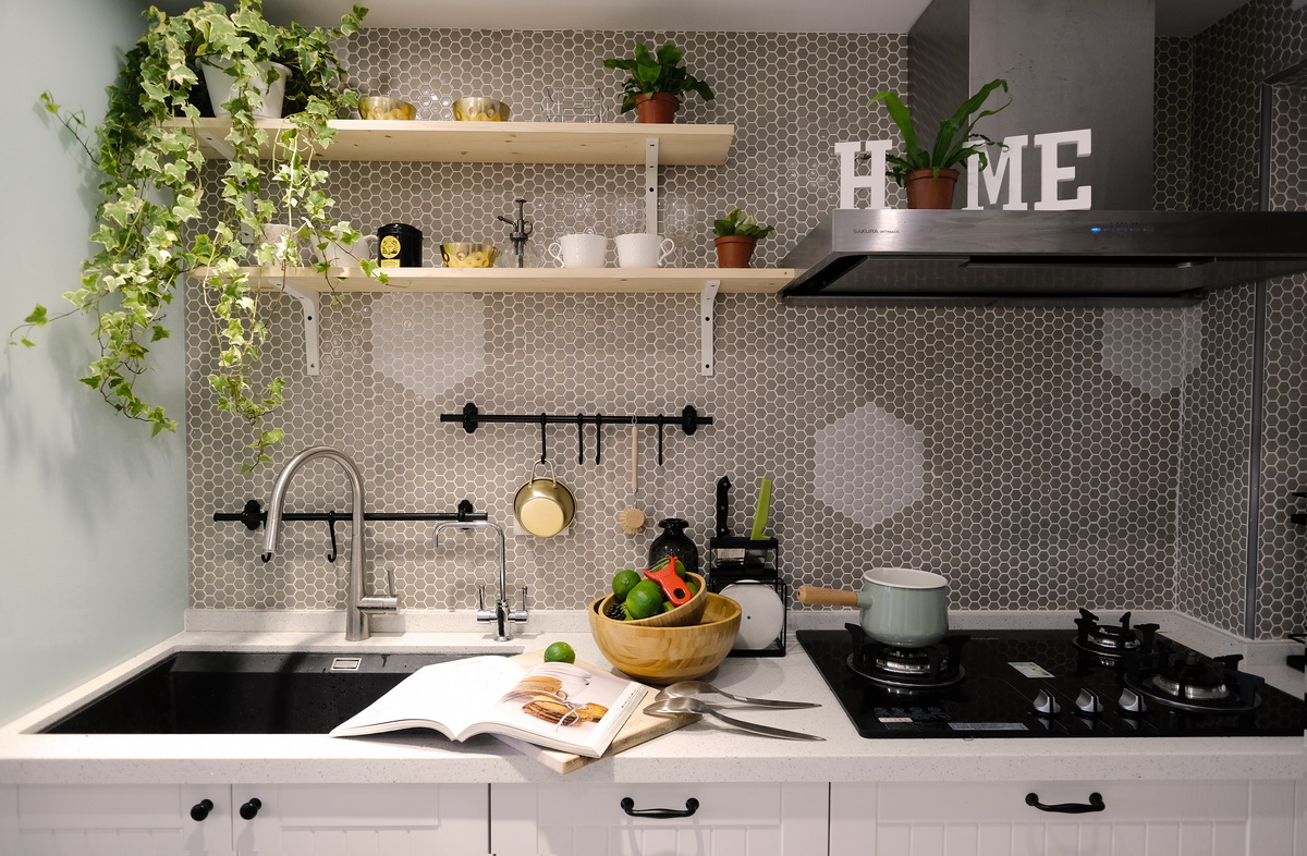 廚房流理台牆貼六角形小瓷磚