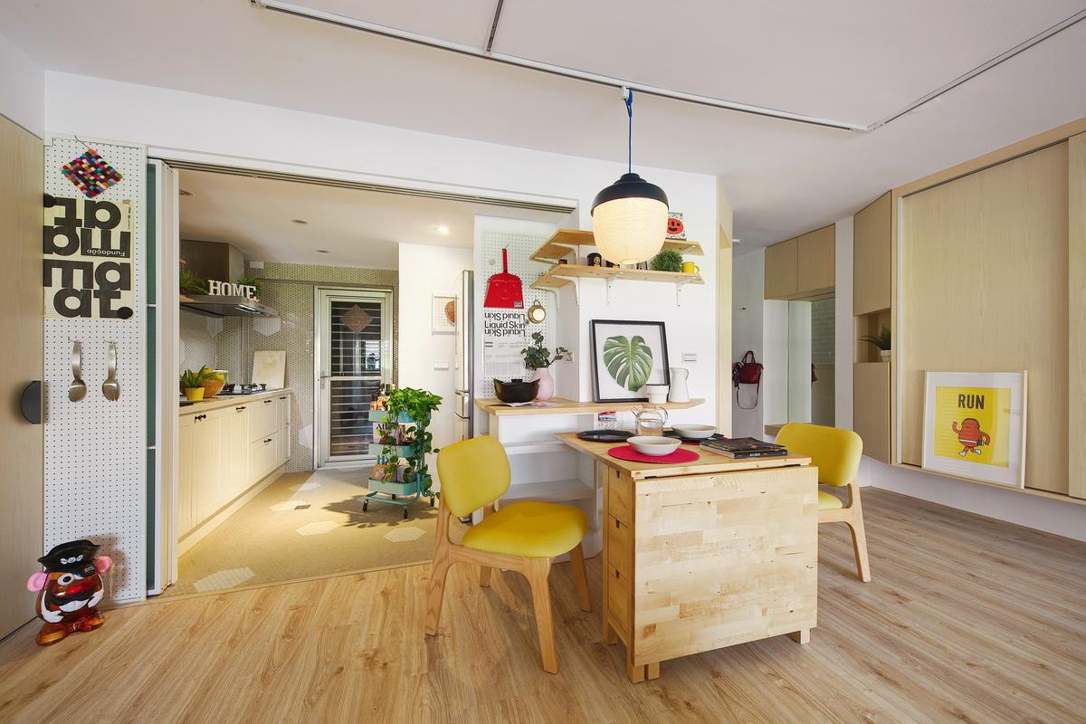 玻璃拉門讓廚房整個視野通透明亮