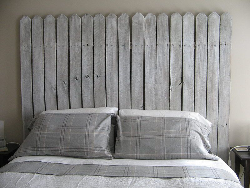 舊圍籬回收做成床頭板