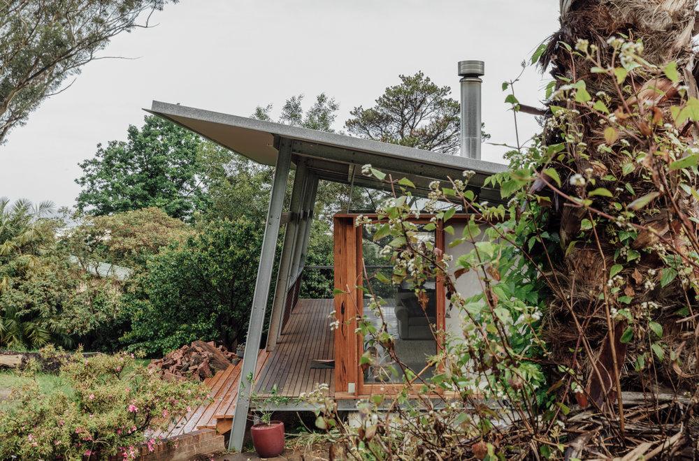 鋼構傾斜挑高的屋頂