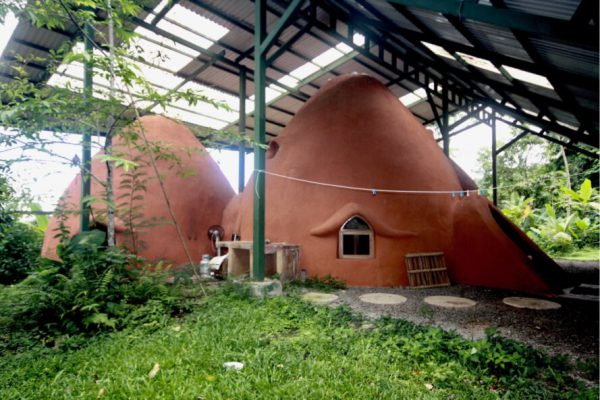 冬暖夏涼夯土泥土圓頂屋
