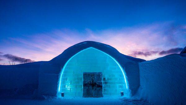 冰雪旅館的正門口