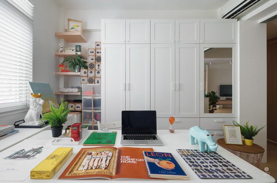 書房牆面畸零空間利用懸浮層板有效利用