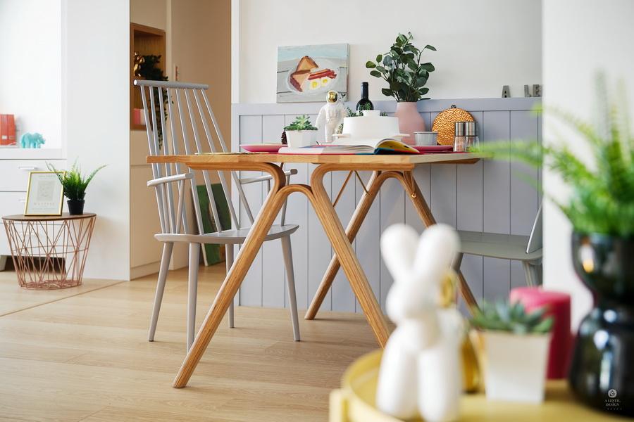 X字型桌椅的餐桌