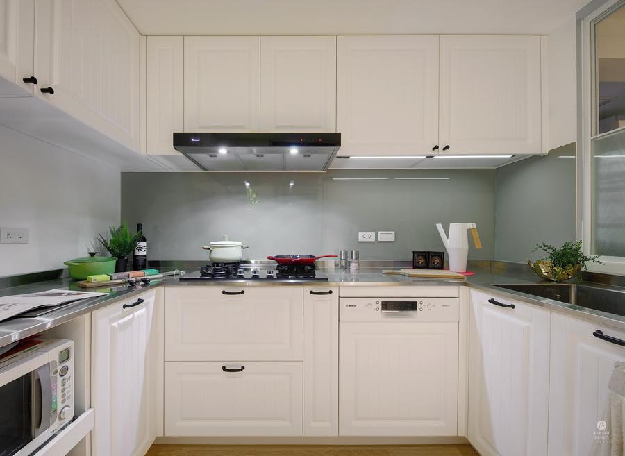 清新淡藍色白色廚房