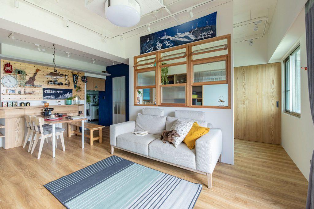 自然光灑入開放室和室書房及客廳與餐廳